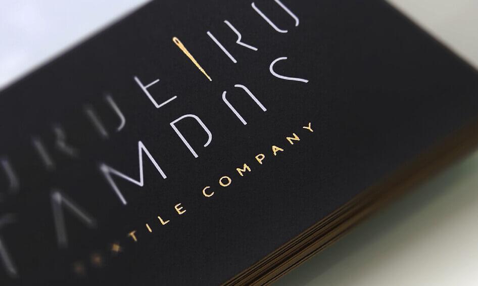 cartões de visita com acabamento a ouro