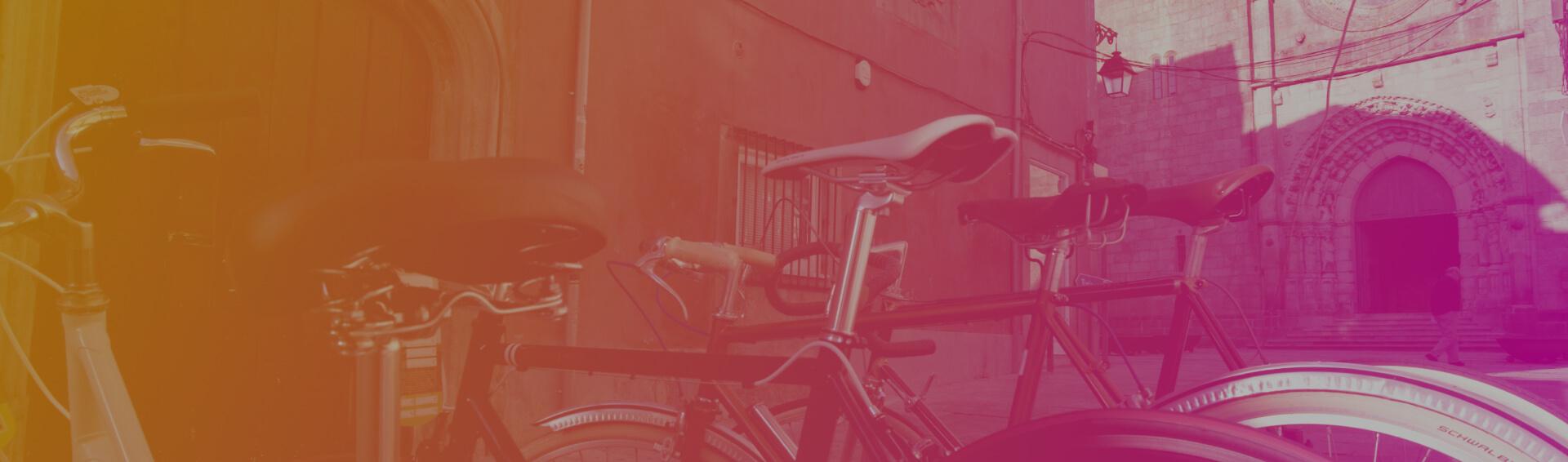 Background bicicletas antigas na cidade de Viana