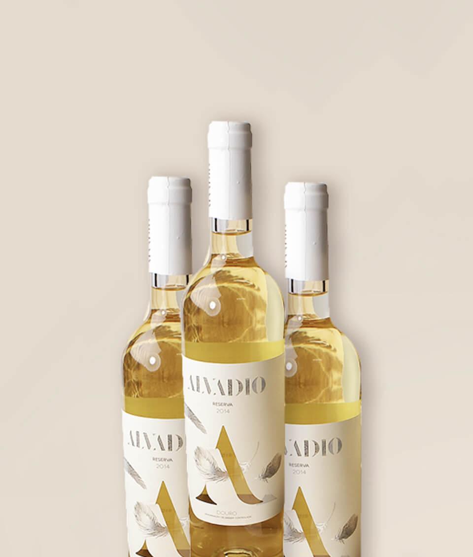 Três garrafas de vinho Alvadio Doroteia