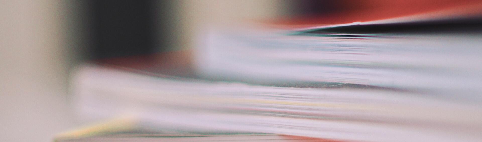 Background livros empilhados