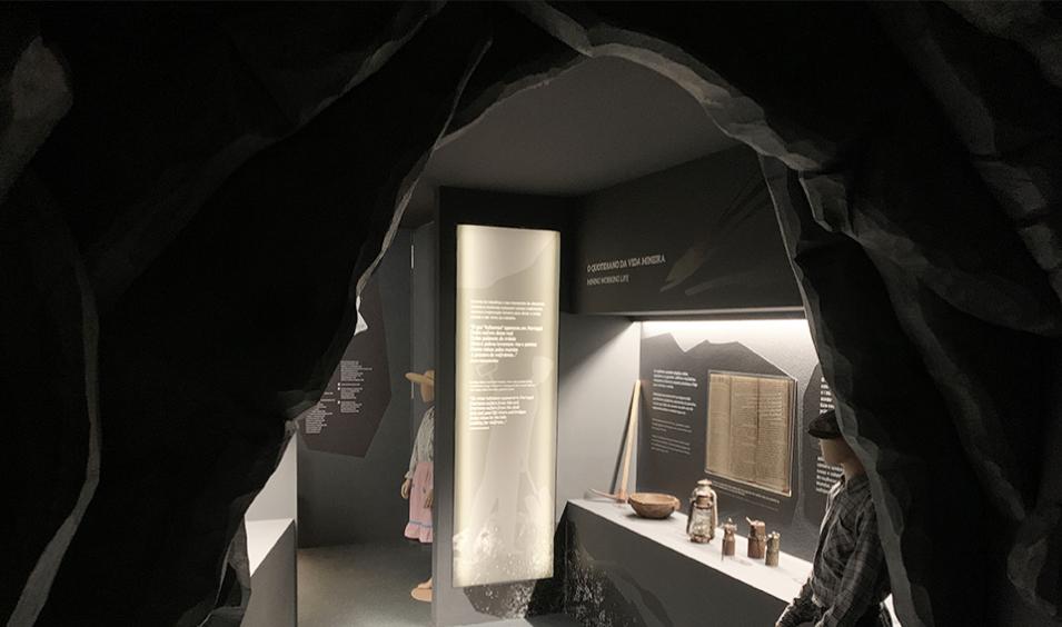 Gruta no interior do museu